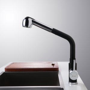 Einhand-Küchenarmatur aus gebürstetem Nickel mit Sprühgerät